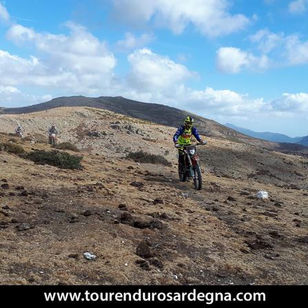 Escursione con moto da enduro ad Orgosolo