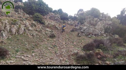 Tour Enduro Sardegna dalla barbagia all''ogliastra: una salita impegnativa con sassi smossi