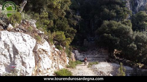 """Guado """"rinforzato"""", siamo quasi in cima al monte Corrasi"""