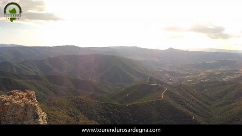 Vista del paese di Orgosolo e le cime della Barbagia