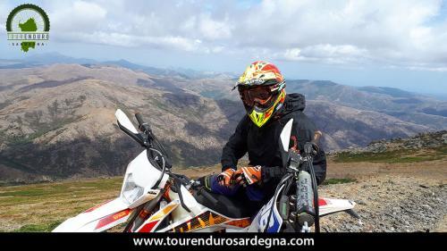 Vista mozzafiato su tutta la Sardegna dalle cime del Gennargentu.
