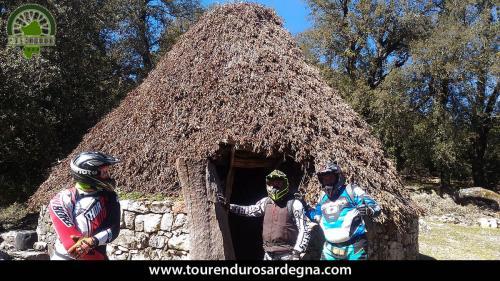 """Visita a """"Su Pinnetti"""" antico ovile e rifugio dei pastori Sardi enduro in Sardegna"""